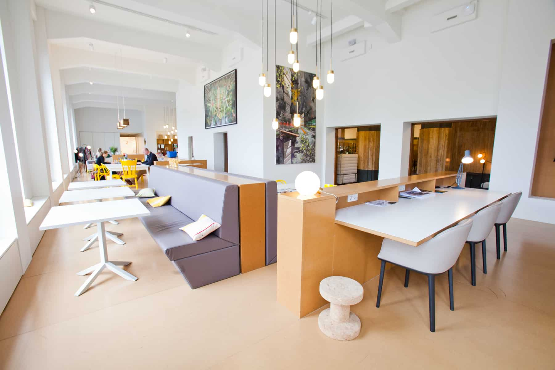 Chairs and tables room Spaces Rode Olifant Den Haag