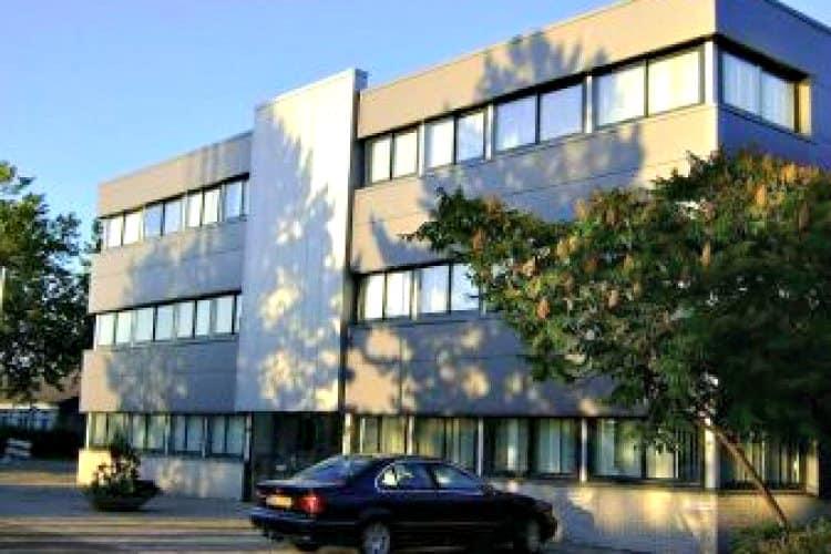 klein modern kantoorpand gelegen bedrijvenpark legmeer