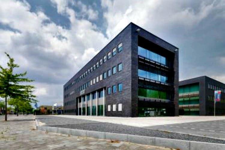 hoogwaardig kantoorgebouw op bedrijventerrein de hurk