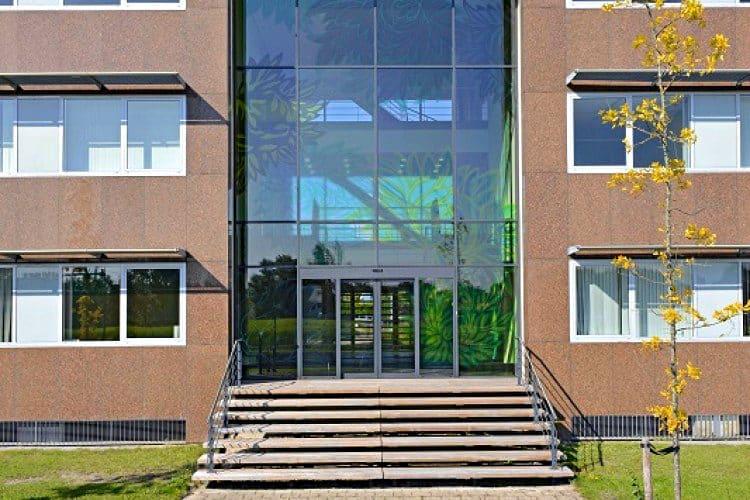 kantoorgebouw kantorengebied de molenzoom houten