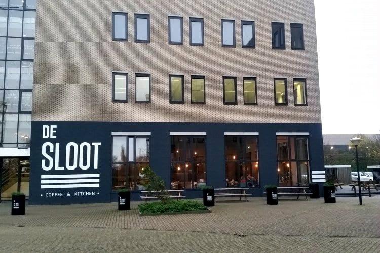bedrijfsverzamelgebouw op bedrijventerrein de sloot in westpoort amsterdam