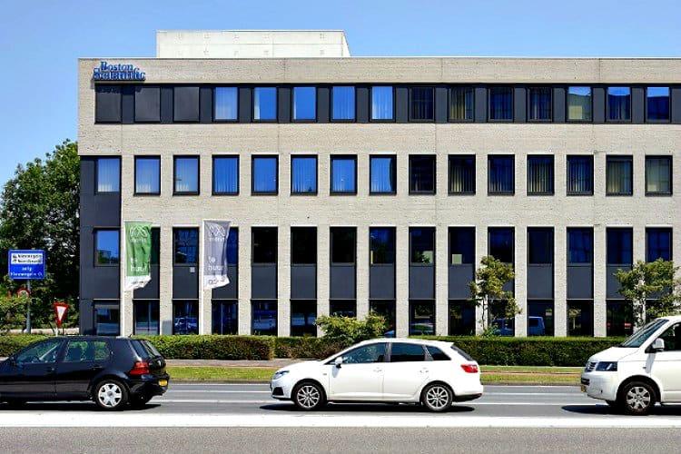 kantoorgebouw met eigen parkeerterrein te huur nieuwegein