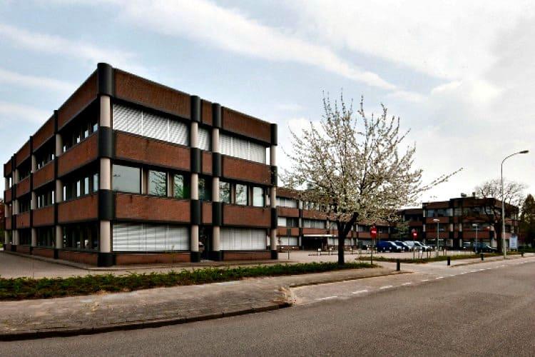 kantoorgebouw te huur tegenover ziekenhuis velp naast golden tulip