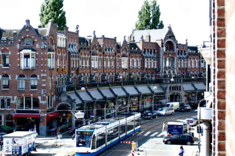 kantoorpand op steenworp afstand van de dam en amsterdamse herengracht
