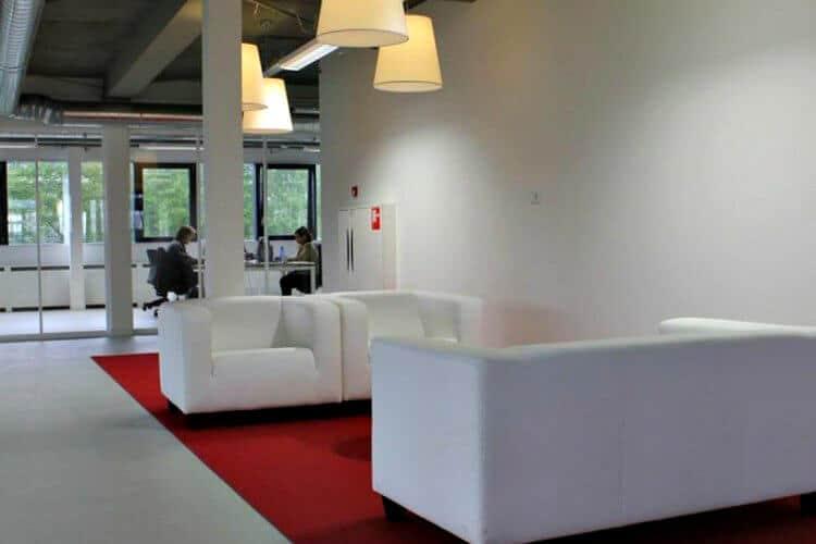 nieuw gerenoveerd kantoorpand te huur en gelegen in amsterdam zuid oost