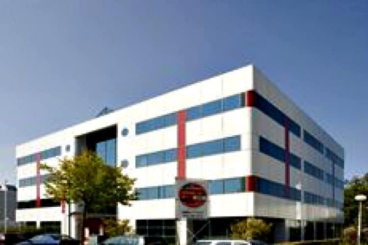 vrijstaand kantoorgebouw op bedrijventerrein broekpolder rijswijk