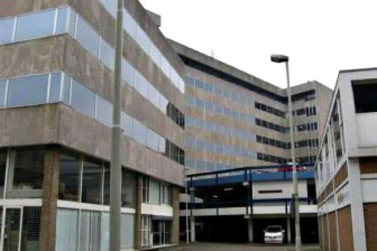 groot business center met veel bekende bedrijven- n rotterdam