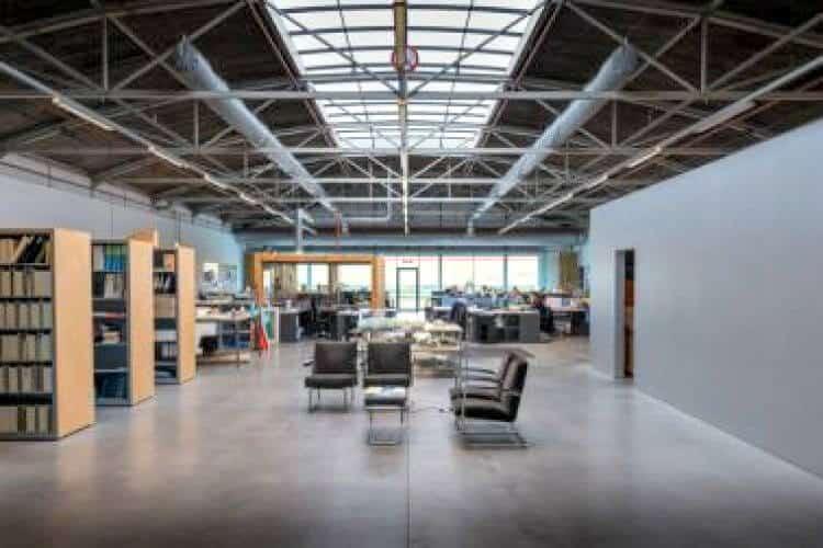 kantoorruimte met faciliteiten in de van nelle ontwerpfabriek rotterdam